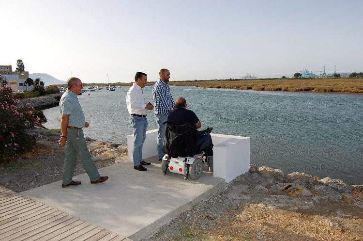 Visita del alcalde de Los Barrios al paseo marítimo de Palmones