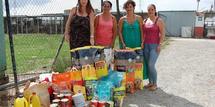 Los Barrios 100x100 entregó el alimento a la Perrera