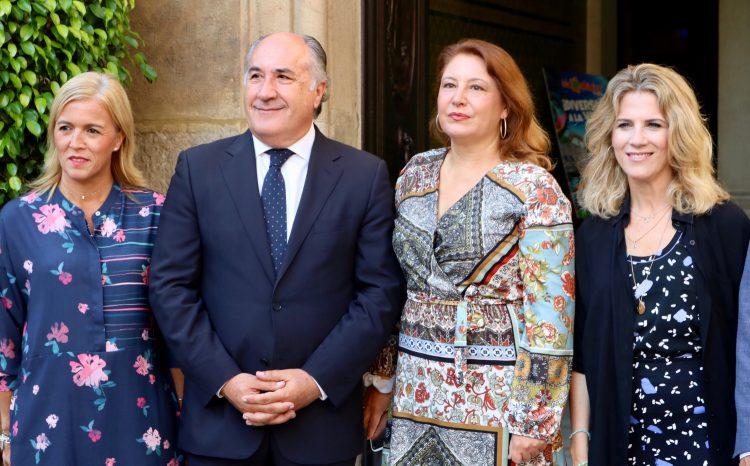 Pajares, Landaluce, Crespo y Mestre, a las puertas del Ayuntamiento