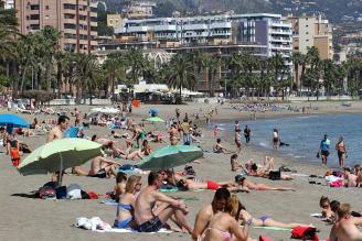 Cientos de personas en la playa