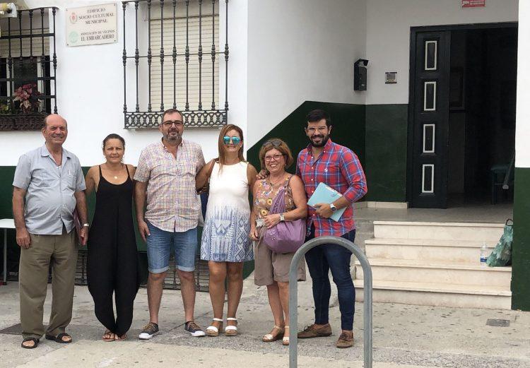 Jorge Juliá, con responsables de la AAVV El Embarcadero