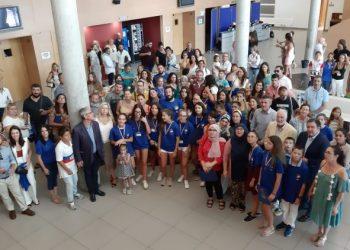 Foto de familia de Community bots, en el atrio del Palacio de Congresos