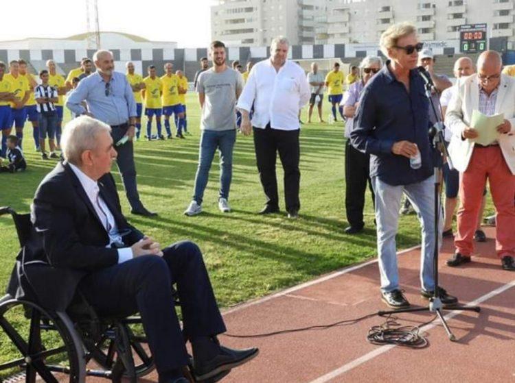 Reconocimiento a Alfredo Gallardo en el estadio Municipal