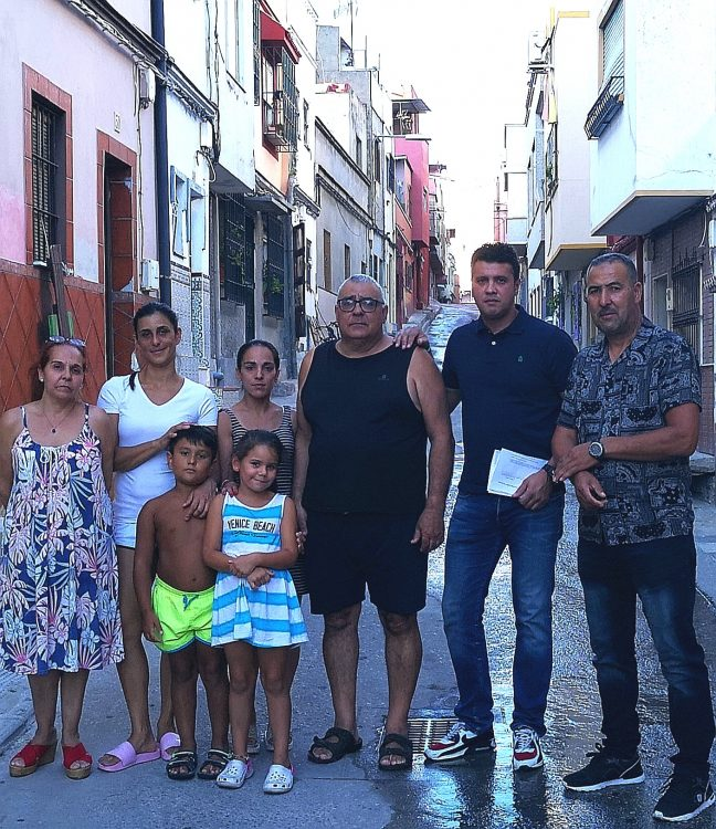 Andalucía x sí se solidariza con estos vecinos de la calle Teruel