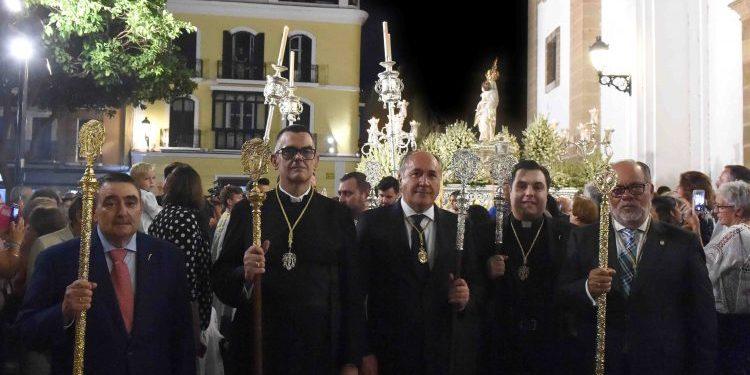 Autoridades civiles y religiosas, durante la procesión de la Virgen de la Palma
