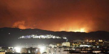 El incendio pudo verse desde cualquier punto de la ciudad.