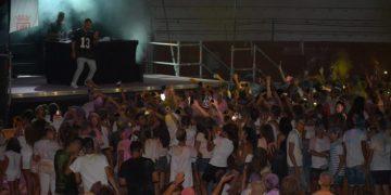 Decenas de jóvenes acudieron al Festival de Colores