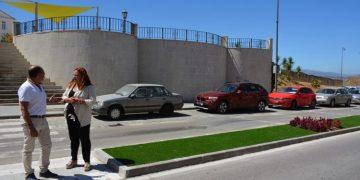 Visita municipal a las mejoras de los jardines del Almendral