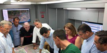 El presidente de la Junta, Juanma Moreno, ayer en el puesto de mando.