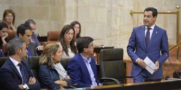 Juanma Moreno, en un momento de la sesión.