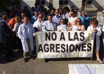 Concentración contra las agresiones a profesionales sanitarios / ARCHIVO
