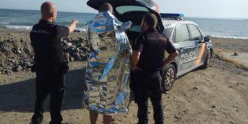 El agente tras el rescate en Estepona