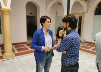 La Diputada Ángela Rodríguez con el portavoz de Ciudadanos en Algeciras, Sergio Pelayo.