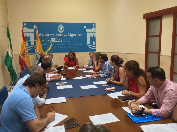 Imagen de la Comisión de Hacienda, presidida por Solanes