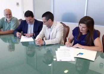 Firma del convenio entre Ubago y la ULB