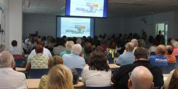 El aula de la Escuela Politécnica llena durante las jornadas informativas / Alfonso Torres