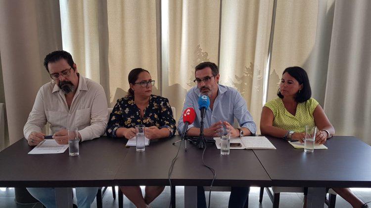 Cuatro de las cinco formaciones de la oposición reunidas en rueda de prensa