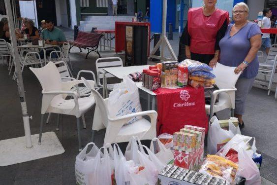 Voluntarias de Café y Calor con parte de lo recogida esta mañana.
