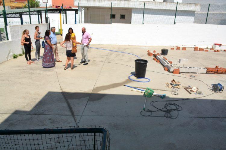 Instalación de un aula prefabricada en el colegio de la Estación de San Roque
