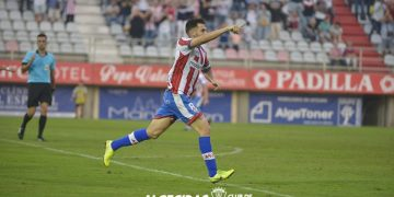 Uno de los jugadores celebrando el tanto. César Comino