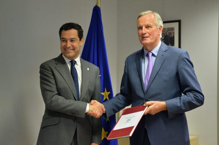 Juanma Moreno en Bruselas junto a Barnier