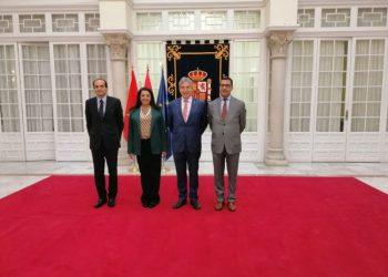 El delegado del Gobierno en Andalucía, Lucrecio Fernández, se ha reunido con la embajadora de Marruecos en España, Karima Benyaich