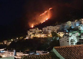 Imagen del incendio tomada anoche desde Casares.