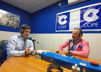 Alexis García y nuestro compañero, Rubén García Perea, en los estudios de Herrera en Cope Campo de Gibraltar