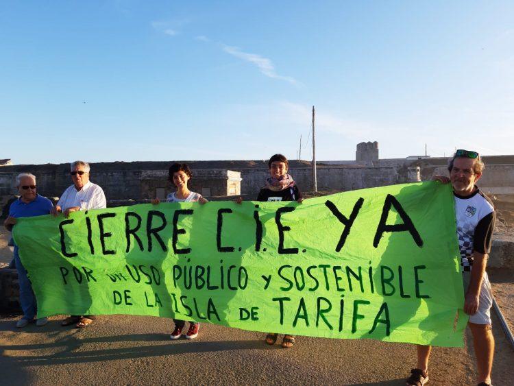 Concentración en Tarifa pidiendo el cierre del CIE