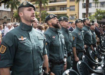 Guardias civiles cantando. Marcos Moreno