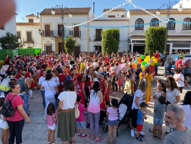 Numerosos niños se han dado cita en la Plaza de la Iglesia