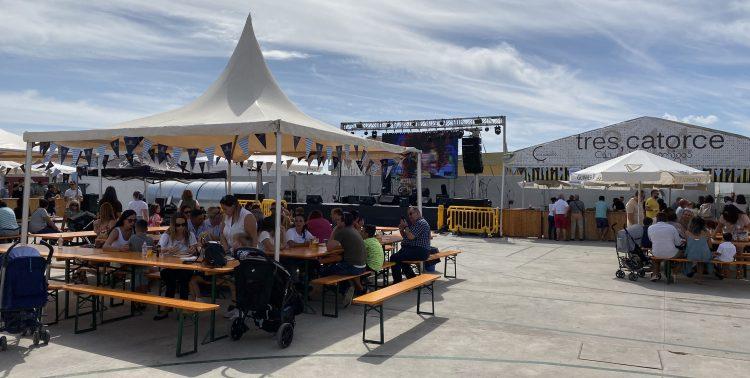 Numeroso público disfruta de la fiesta de la cerveza