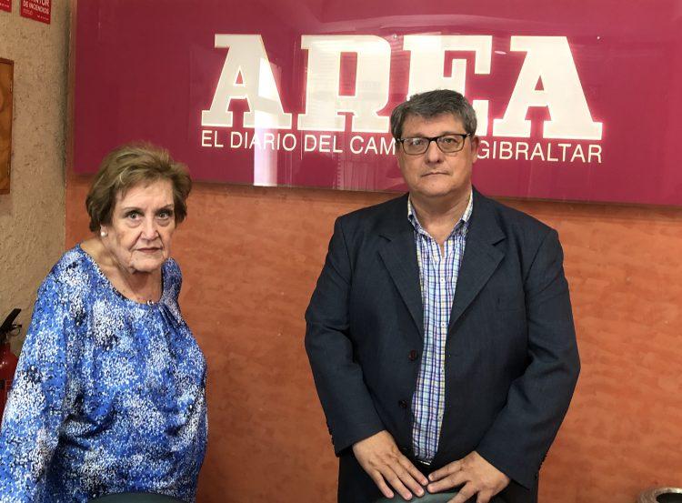 Milagros García-Diego Romero e Isidoro Ángeles Ventura, en la entrada de Área