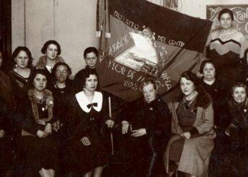 Una imagen de Amalia junto a otras mujeres feministas, en los años 30