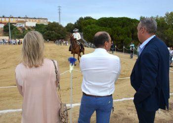 Visita municipal a Taraguilla para ver la doma vaquera