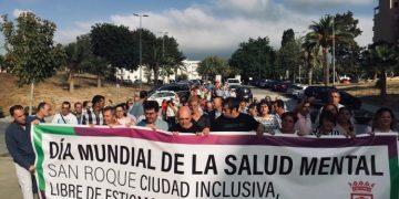 Manifestación con motivo del I Día Mundial de la Salud Mental en San Roque