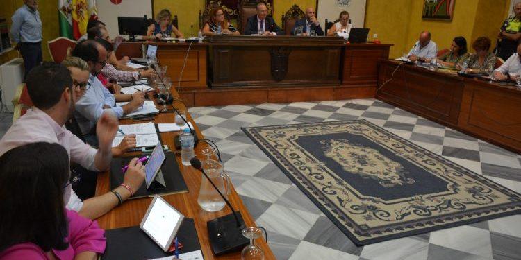 Sesión plenaria en el Ayuntamiento de San Roque. Archivo