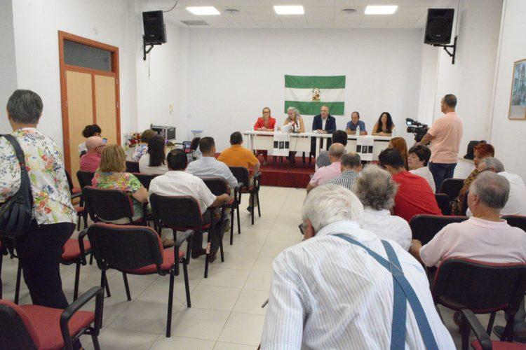 Numeroso público asistió a la presentación del libro