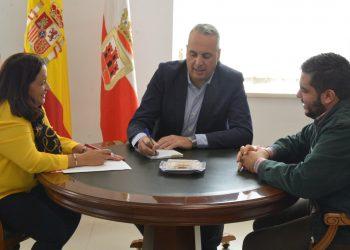 María del Mar Collado, Juan Carlos Ruiz Boix y Juan Angulo, reunidos