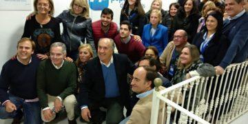 Landaluce y afiliados del PP, en la sede de Algeciras, tras los resultados.