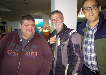 Antonio Gallardo y afiliados celebrando los resultados