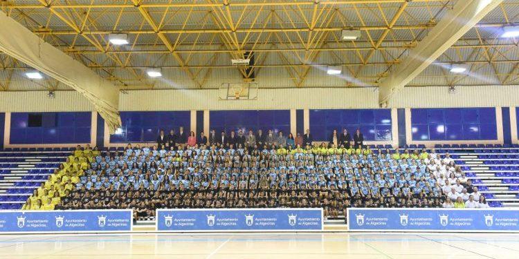 Más de 500 integrantes del Balonmano algecireño, en la foto oficial