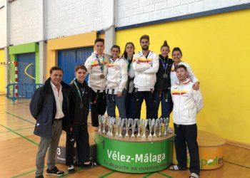 Los medallistas tras el campeonato.