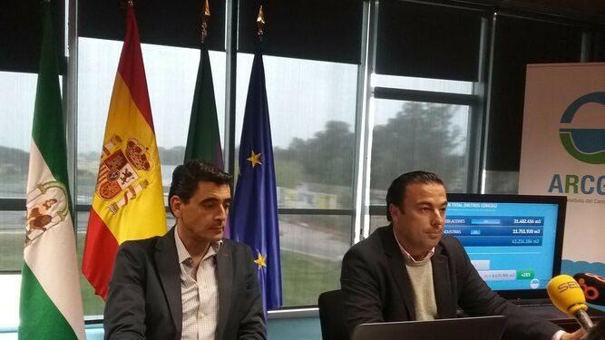 José Manuel Alcántara, a la izquierda de la imagen, y David Gil. Archivo