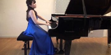 Saki Nishioka, al piano