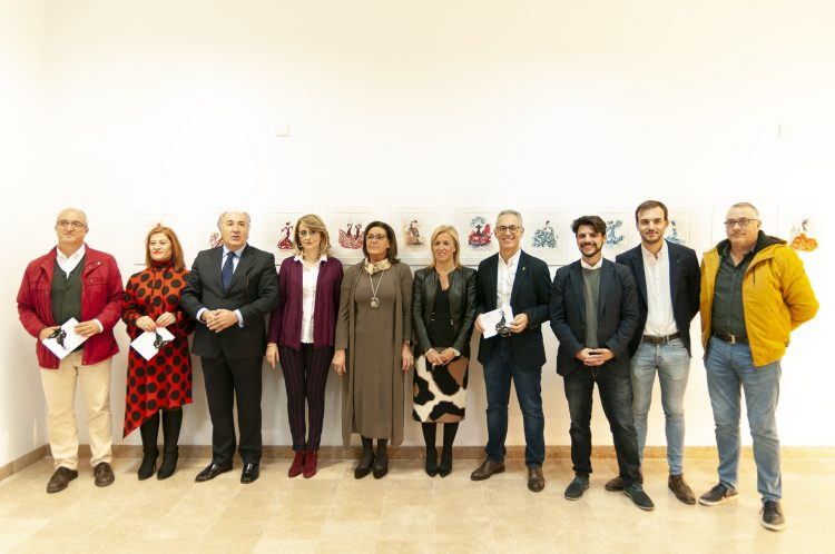 La artista, junto a las autoridades participantes. Txema Ferrando