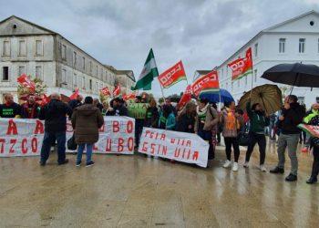 Protesta de los trabajadores de la piscina municipal de San Roque