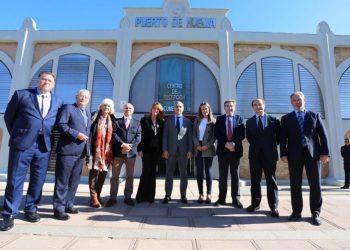 Bendodo junto a los responsables de los puertos andaluces, entre ellos Gerardo Landaluce, presidente de la APBA