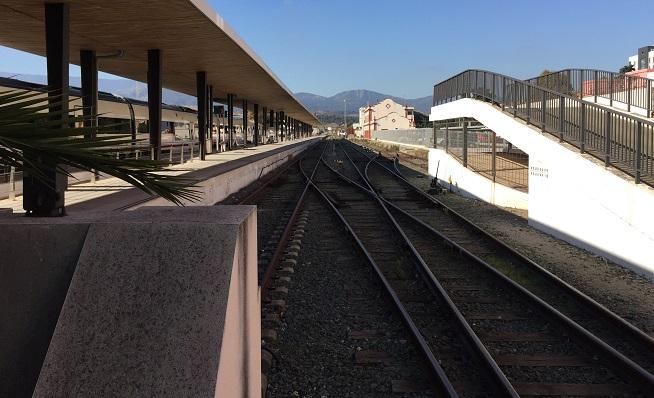 Vía de tren en la estación de Algeciras