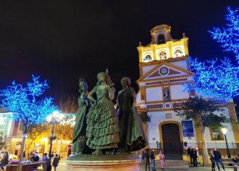 Imagen de Las Tres Gracias con la Iglesia de la Inmaculada al fondo, este jueves.